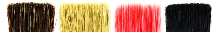 Verschiedene Pinsel-Besätze aus Borste in braun, hell,  rot und schwarz