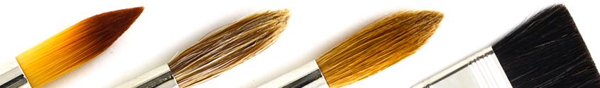 Jeder Kopf mit einem anderen Pinsel-Besatz: Verschiedene Pinselköpfe mit unterschiedlichem Besatz aus Natur- und Kunsthaar