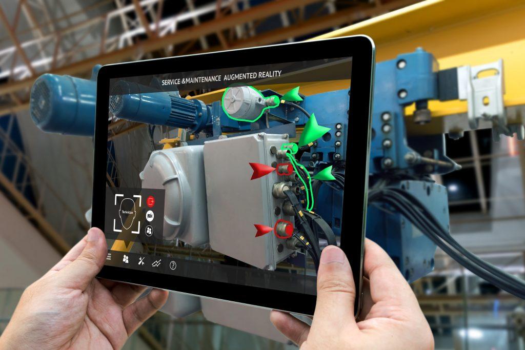 Kundenservice erfolgt mit Hilfe von Augmented Reality über ein Tablet - am Beispiel einer Maschine.